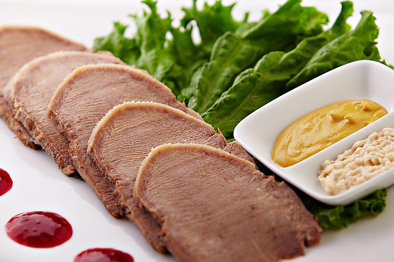 Как очистить говяжий и свиной язык после варки