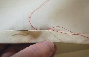 sdelat_potaynoy_shov Как отремонтировать джинсы вручную техникой потайного шва, как заштопать между ног