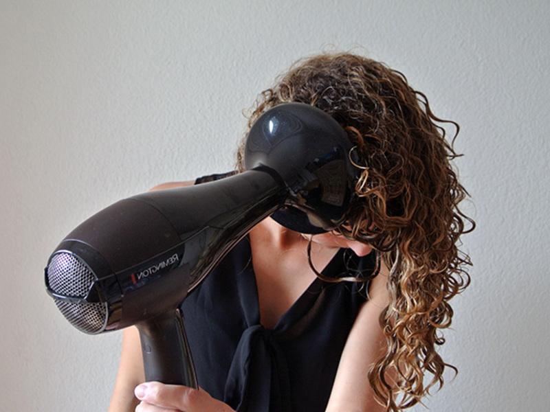 Завить волосы диффузором