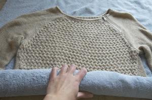 Как растянуть свитер с помощью утюга
