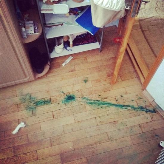 Чем отмыть пятно от зеленки с комода фото
