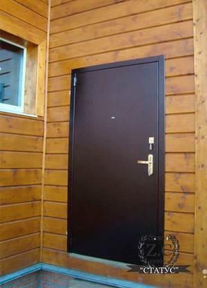 Отпотевает дверь