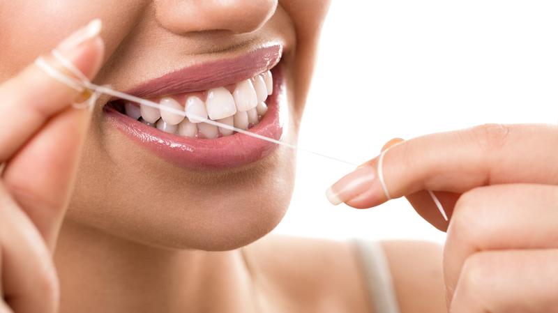 Что лучше использовать для чистки зубов зубную пасту или зубной порошок