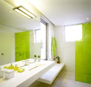 Правильный уход за зеркалом, расположенном в ванной комнате