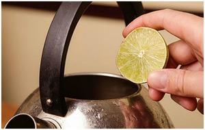 Чистка чайника лимонным соком