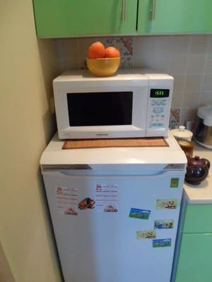 СВЧ-печь на холодильник
