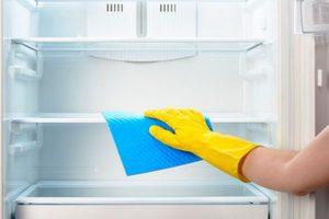 Проблема неприятного запаха из холодильника.