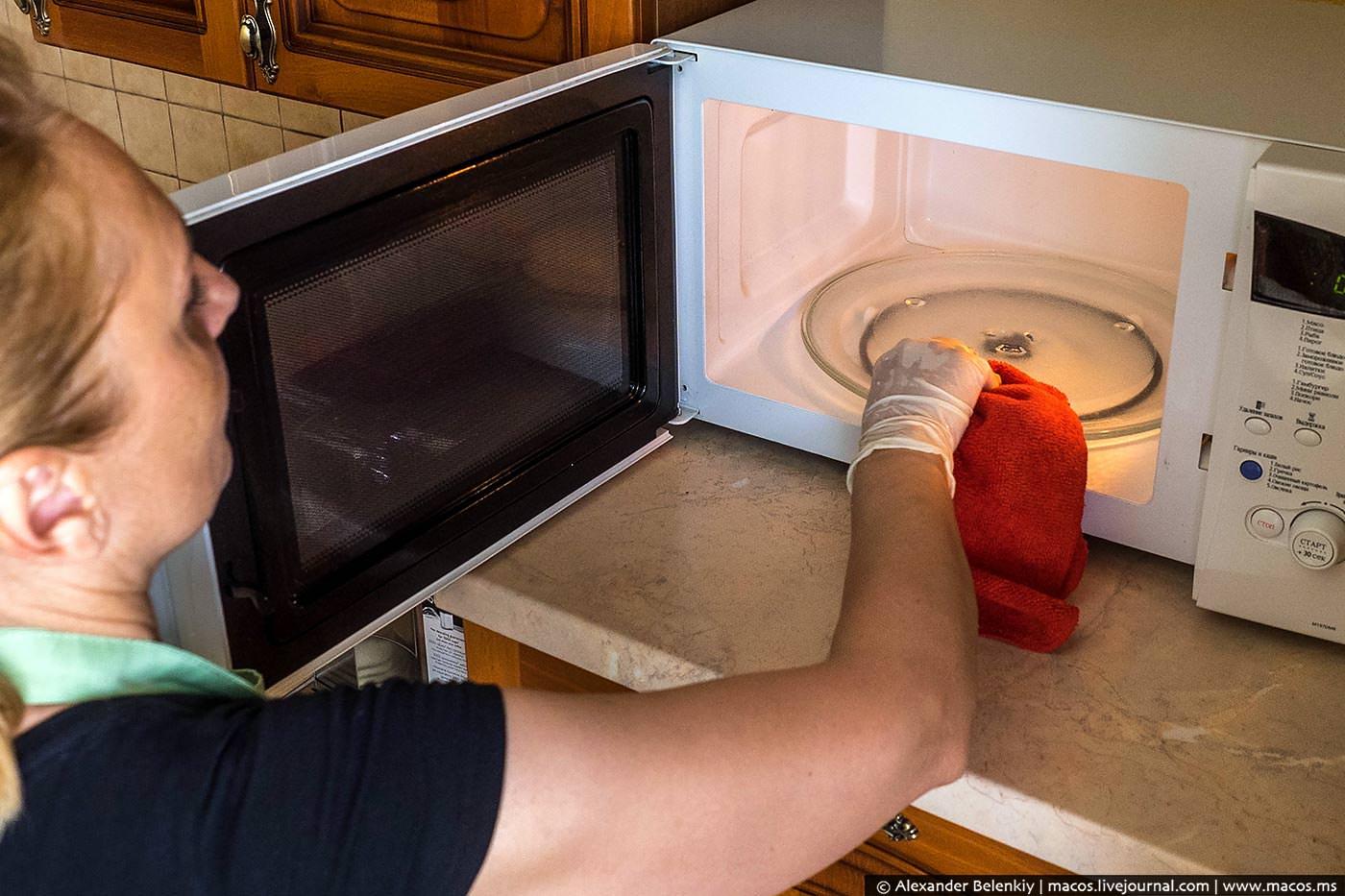Как быстро очистить микроволновку в домашних условиях 885
